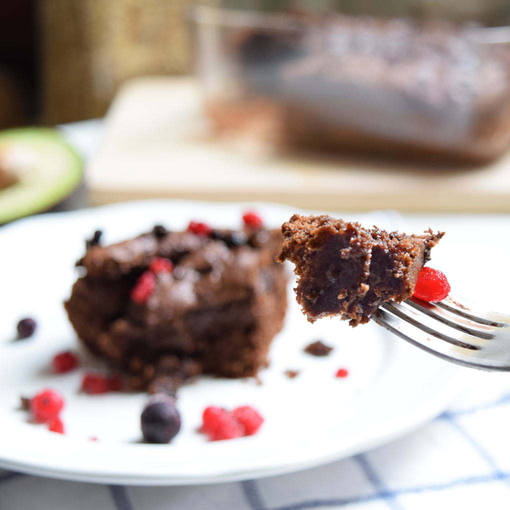 brownie vegano y frutos rojos